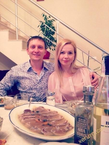 Эдуард Суржик дома с женой
